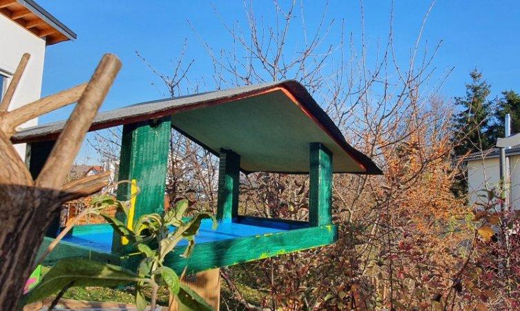 Das Vogelhaus war rechtzeitig vor dem Winter bezugsfertig. Mittlerweile ist es ein beliebter Futterplatz.