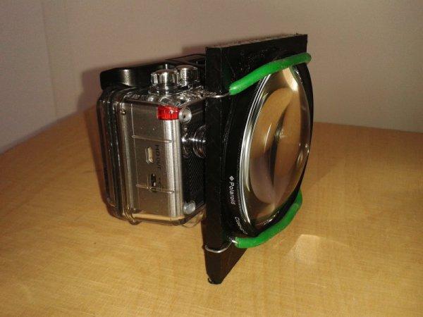Actionpro X7 im Unterwassergehäuse mit aufgesetzter 10+ Polaroid Makrolinse