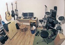 Instrumente, Studio, Computer und Büro - endlich alles vereint