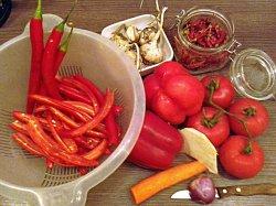 Das kam alles rein in meine 2015er süß-sauer Soße (nur eine Tomate)