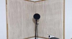 Die eigenbau Akustikplatten sorgen für störungsfreie Mikrofon-Aufnahmen