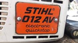 Das Typenschild der Stihl 012 AV Motorsäge