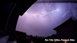 Screenshot aus dem Blitz-Zeitlupen-Video mit der Actionpro X7