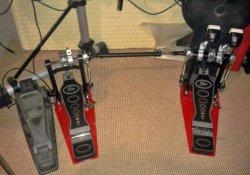 Aufgebaut und im Einsatz: das Fame Doppelpedal DFP9001