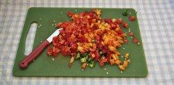 Die zerstückelten Chilis, kurz vor dem Einkochen