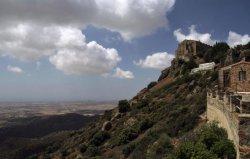 Blick hinunter vom Kloster Stavrovouni auf Zypern